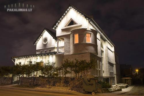 Aukšto namo pakalimas su 1W LED šviestuvais 2