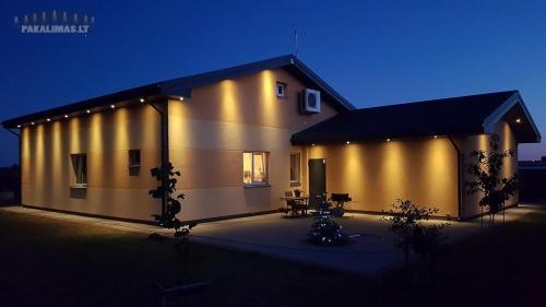 LED šviestuvai pakalimuose