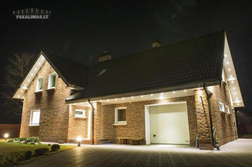 Privataus namo pakalimas su 1W LED šviestuvais 1