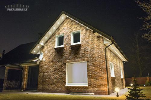 Privataus namo pakalimas su 1W LED šviestuvais 2