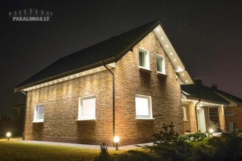 Privataus namo pakalimas su 1W LED šviestuvais 3